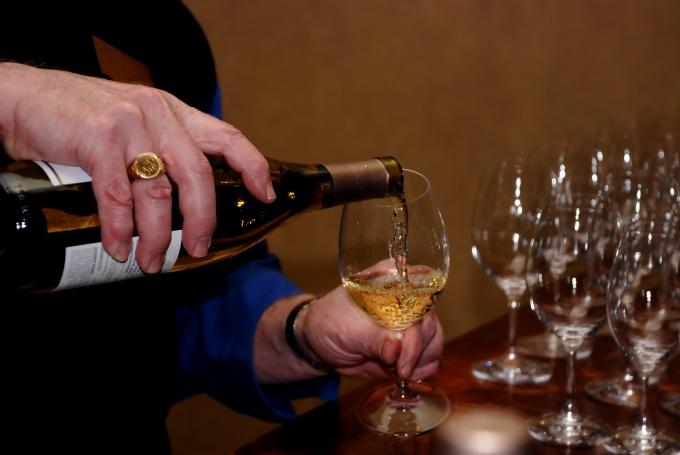Многие люди не умеют полностью насладиться вкусом и ароматом хорошего вина.