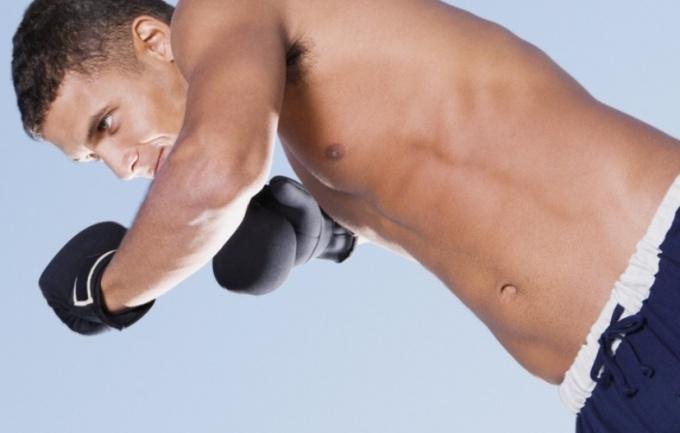 Тренировка должна включать нагрузку на внутреннюю часть груди