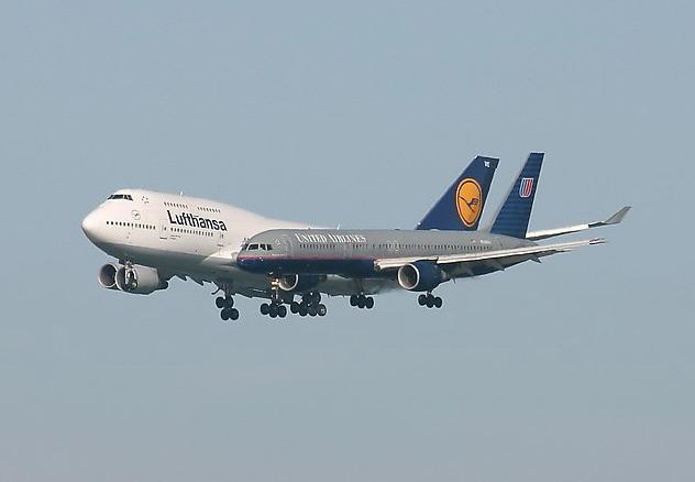 Чтобы устроиться <strong>бортпроводником</strong>, нужно обращаться напрямую в авиакомпании.