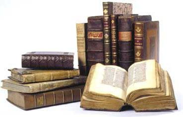 Только в библиотеке можно найти редкие старинные издания.