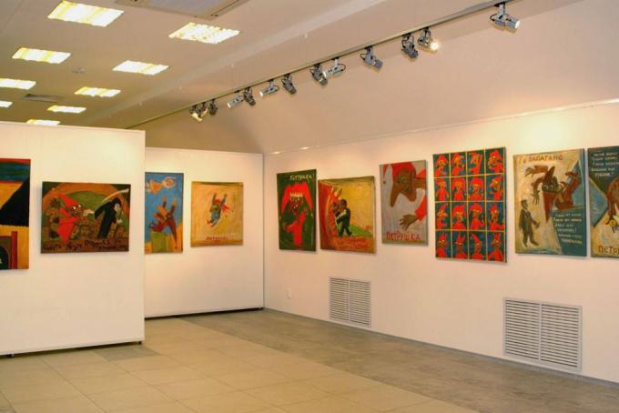 В коридорах библиотеки можно организовывать выставки.