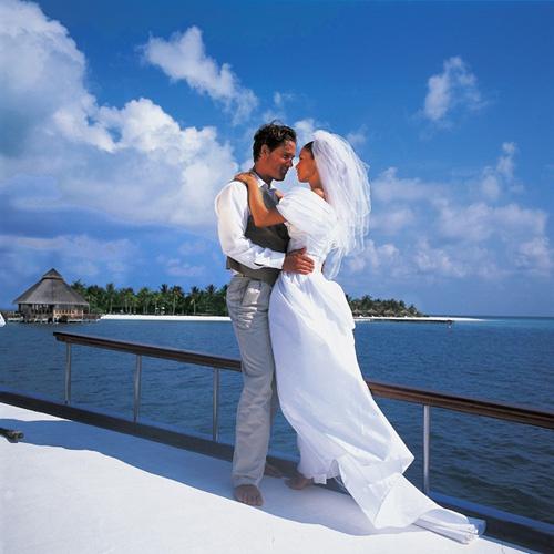 Брак с гражданином <b>Греции</b> ускорит получение гражданства.