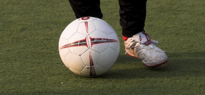 Как научиться чеканить мяч