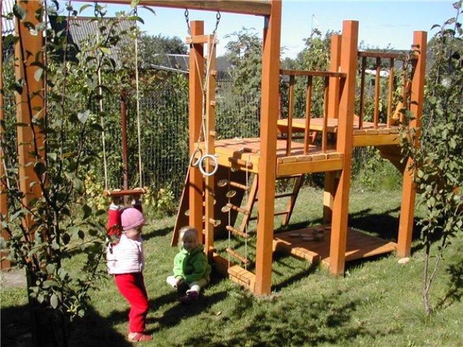 Как обустроить самому детскую площадку