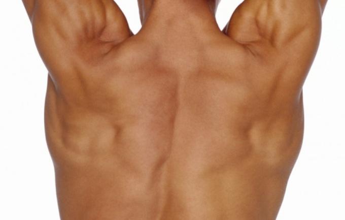 Как подтянуть спину