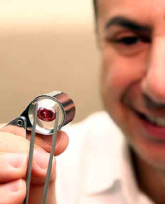 Как узнать подлинность бриллианта в домашних условиях