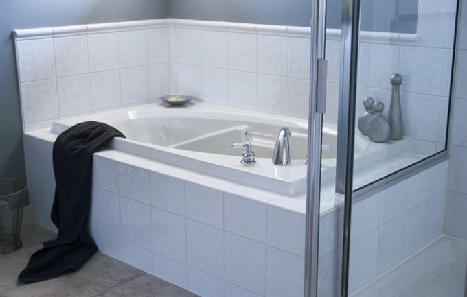 Как положить плитку в ванной на стене