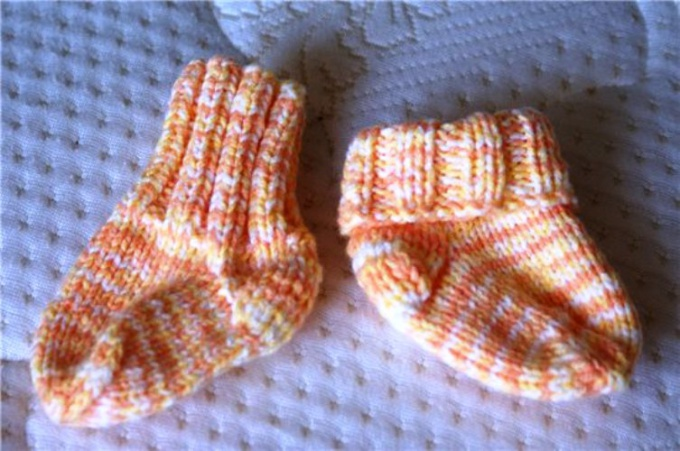 How to knit socks for a newborn