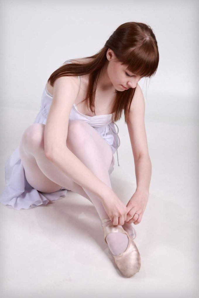 How to wear Pointe shoes