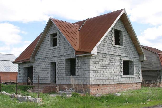 Как возвести дом из газоблоков