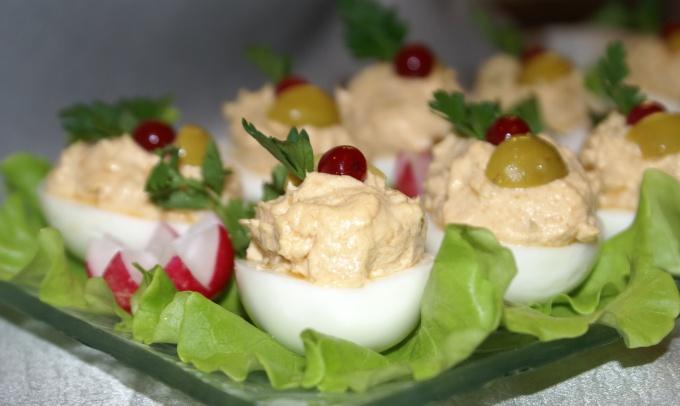 Как готовить фаршированные яйца