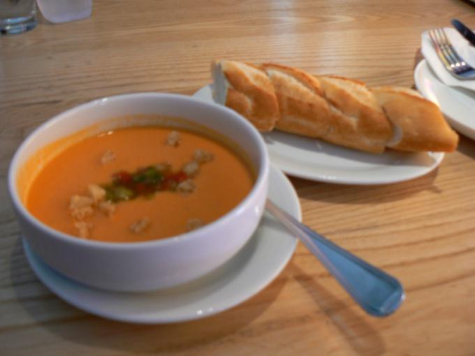 Холодный суп - идеальное решения для обеда в жаркий день.