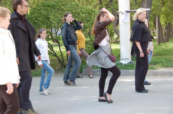 Как научиться танцевать лунную <strong>походку</strong>