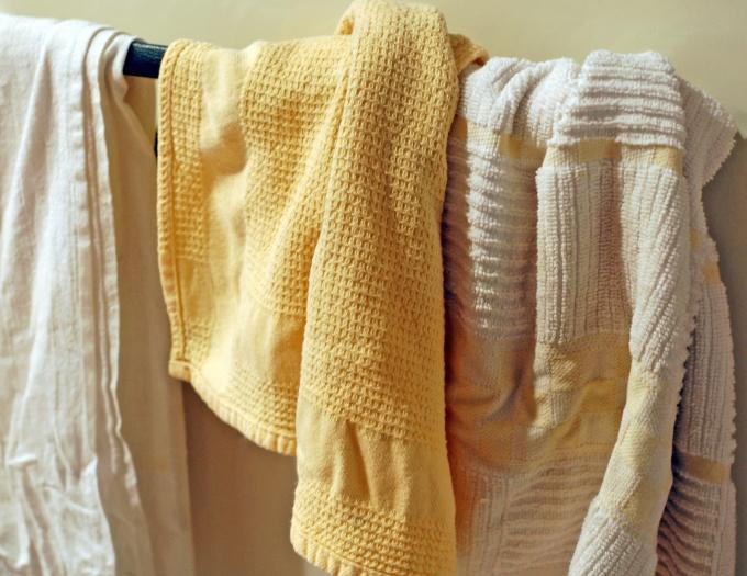 Полотенца перед отбеливанием необходимо выстирать