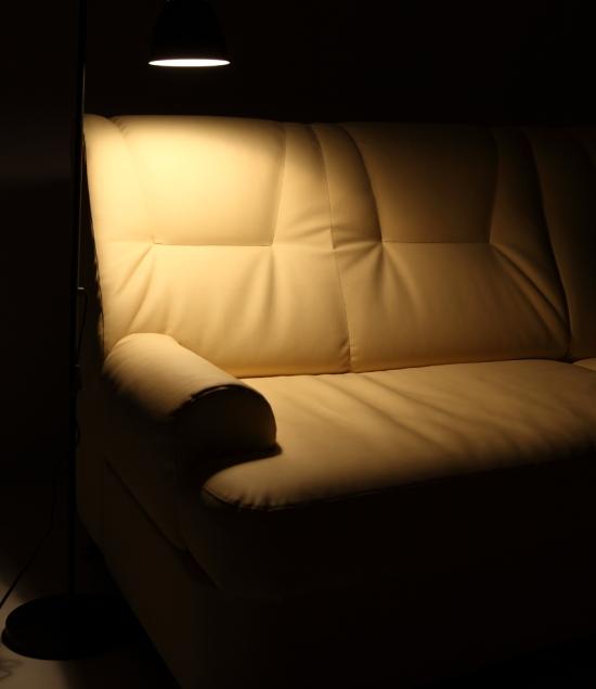 Очистить кожаный диван можно подручными средствами