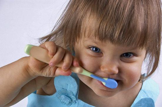 Как приучить чистить зубы
