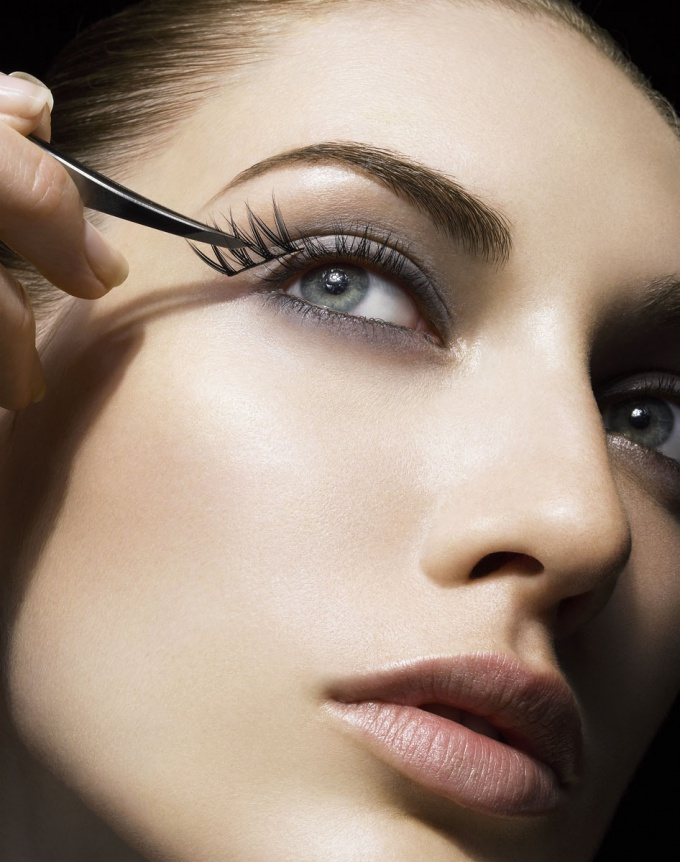 How to Unstick Eyelashes