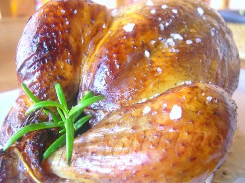 Копченая курица - отличное блюдо, которое не оставит равнодушным ни одного из домочадцев.