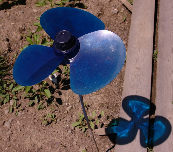 Near the fan you can put a container with ice