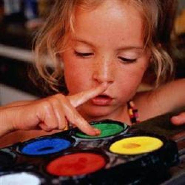 Красками можно рисовать не только по бумаге