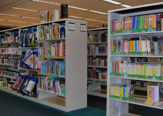В школьной библиотеке можно проводить чтения рассказов и стихов о русском языке