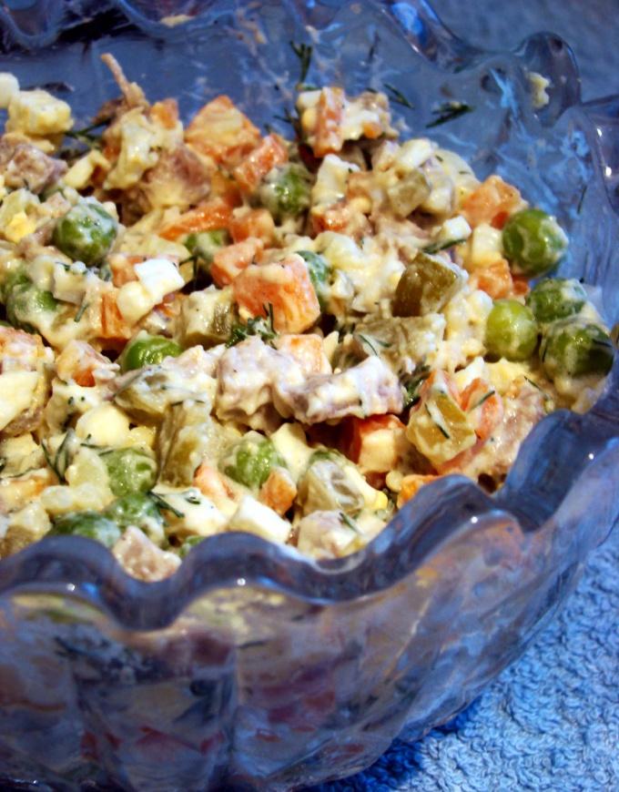 Как приготовить мясной салат