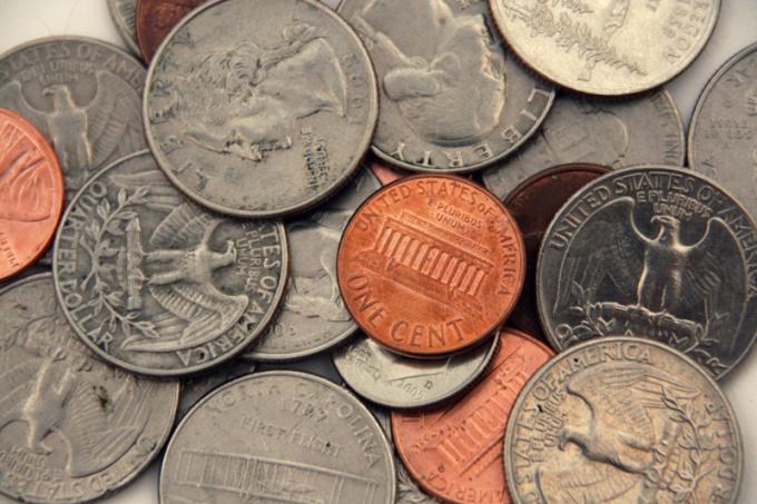 Способ очистки монеты зависит от ее сплава