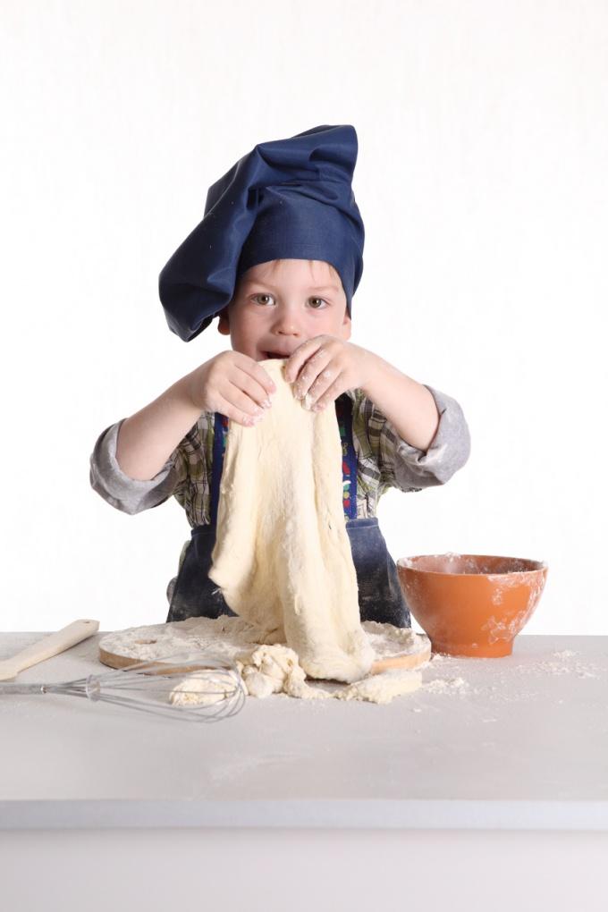 Возьмите ребенка себе в помощники, и он с удовольствием слопает ваши совместные творения