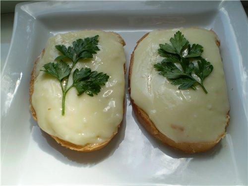 Приготовьте плавленый сыр своми руками из натуральных продуктов.