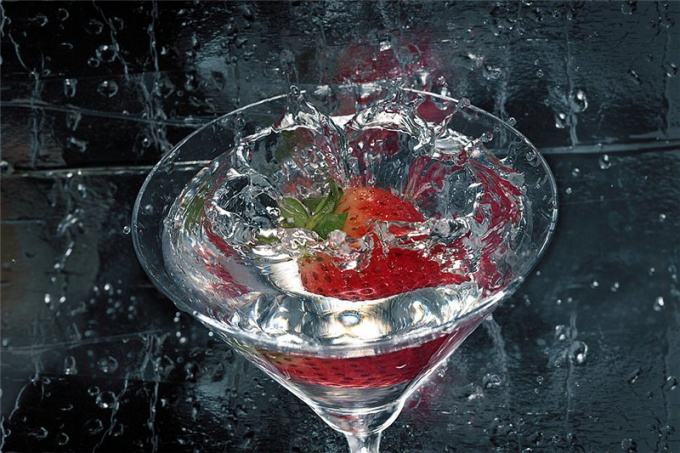 How to make a champagne cocktail with strawberries