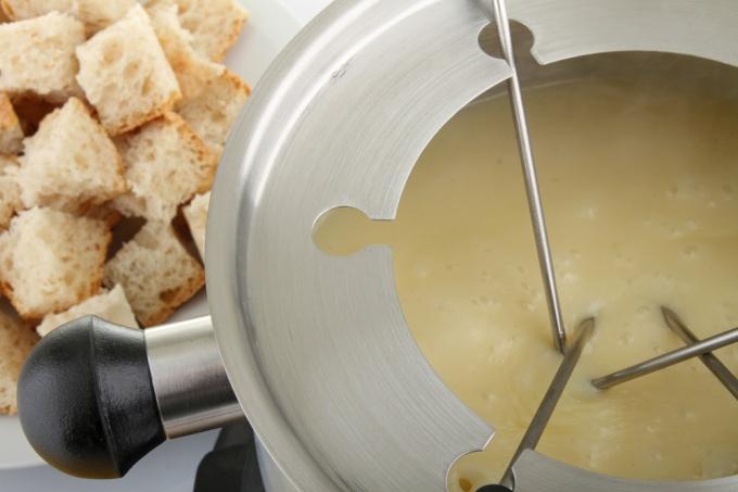 Как приготовить сырное фондю