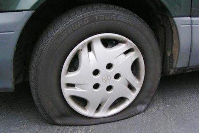 How to pump car wheel