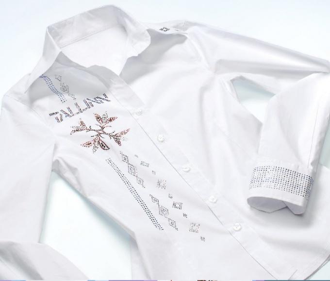 Как своими руками украсить белую рубашку своими руками