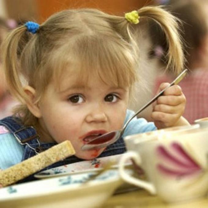 Как научить есть в детском саду