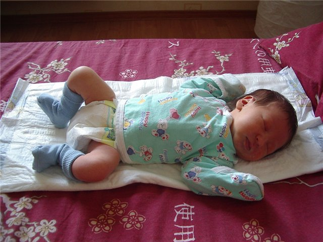 Как одеть <strong>новорожденного</strong> <b>летом</b>