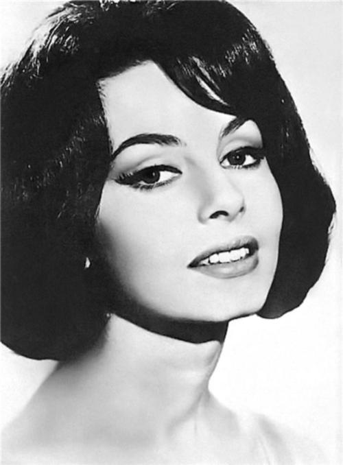 Ярчайшие и прекраснейшие актрисы никогда не появлялись на публике без стрелок