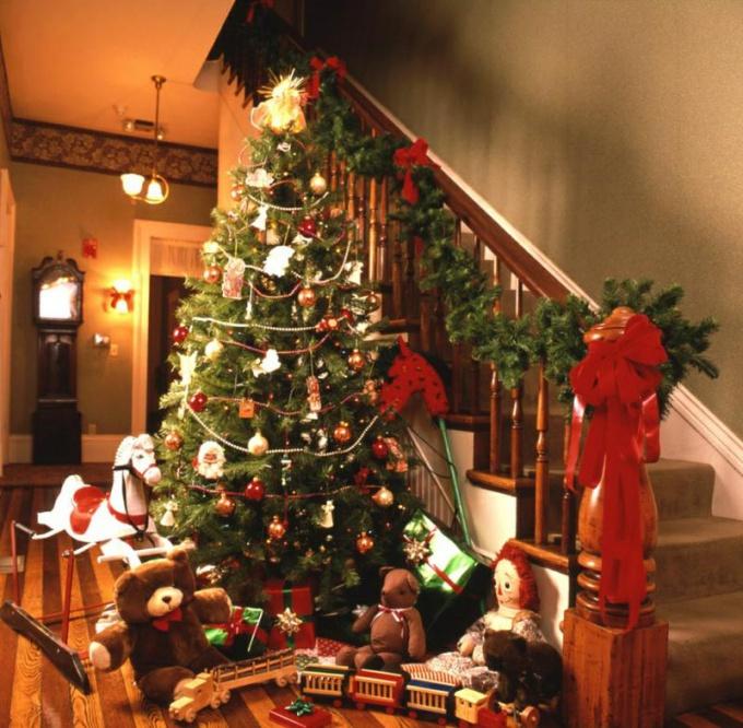Под какое дерево вы будете складывать подарки - зависит только от вашей фантазии