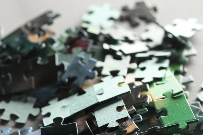 How to hang jigsaw puzzles