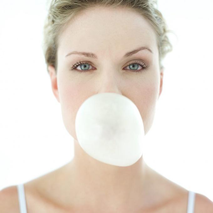 Как убрать пятно от жвачки