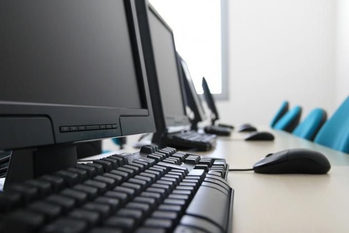 Как подключить два компьютера к интернету через один кабель
