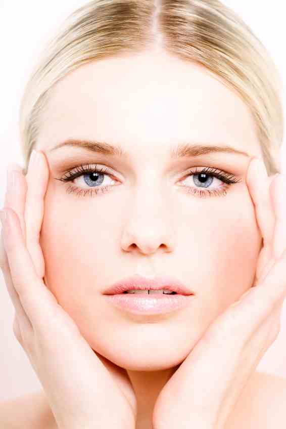 Как почистить светлую кожу