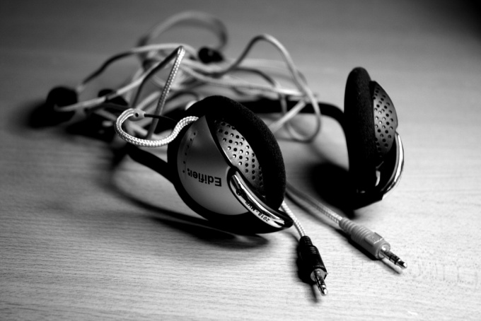 How to set earphone with microphone for Skype