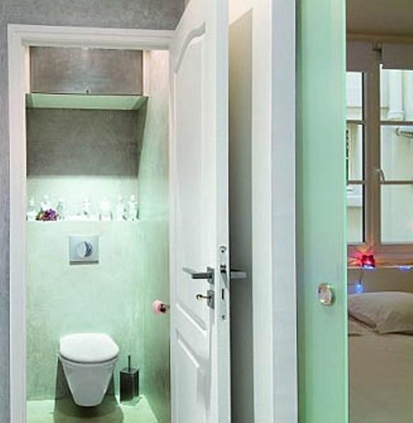 Как установить дверь в туалете