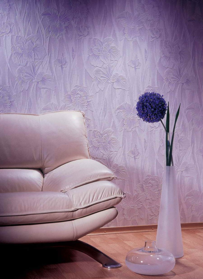 How to paint vinyl Wallpaper