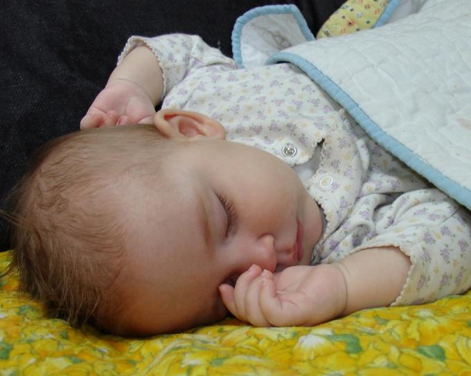 Как класть новорожденного