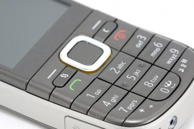 Как починить телефон, тот, что упал в воду