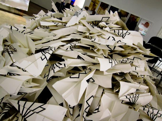Как собрать бумажный самолётик