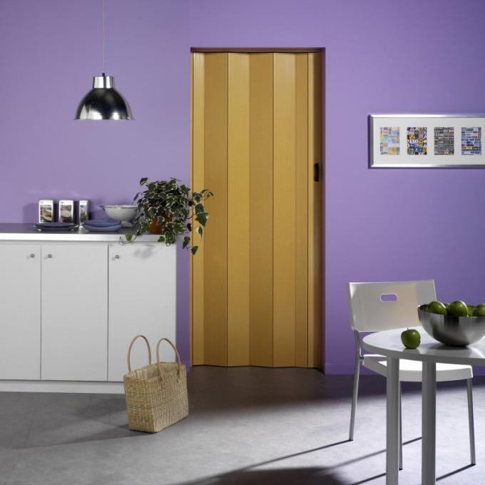 Как установить складную дверь