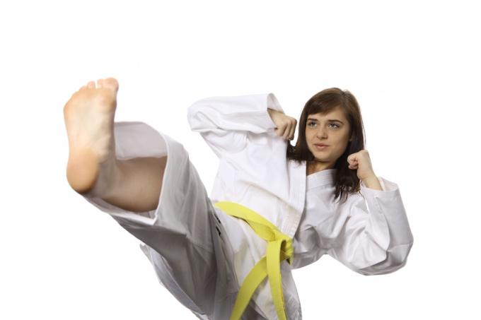Как поставить удар ногой