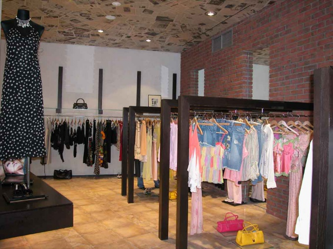 How to equip a clothing store